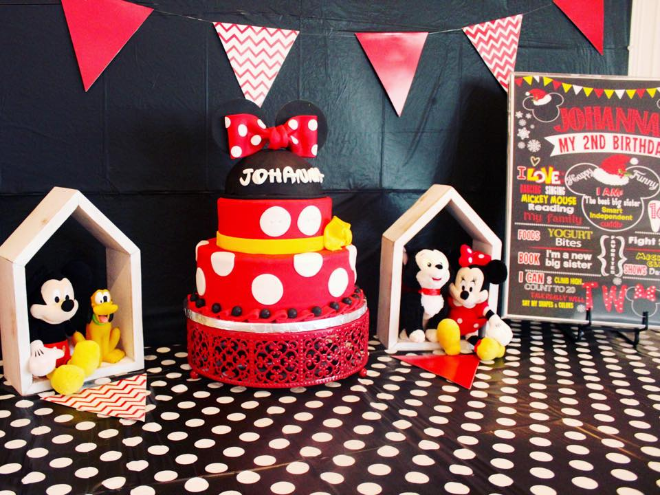 Her cake was done by a local cake expert and it was beyond amazing and most importantly, eggless (due to her allergies).