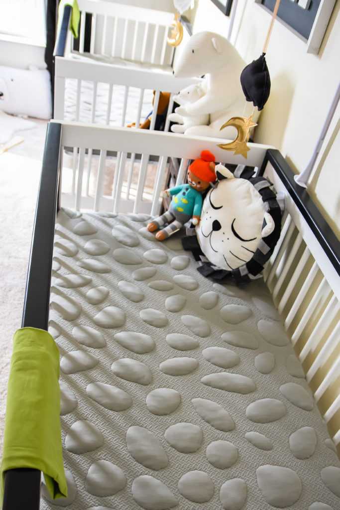 Monochrome Crib