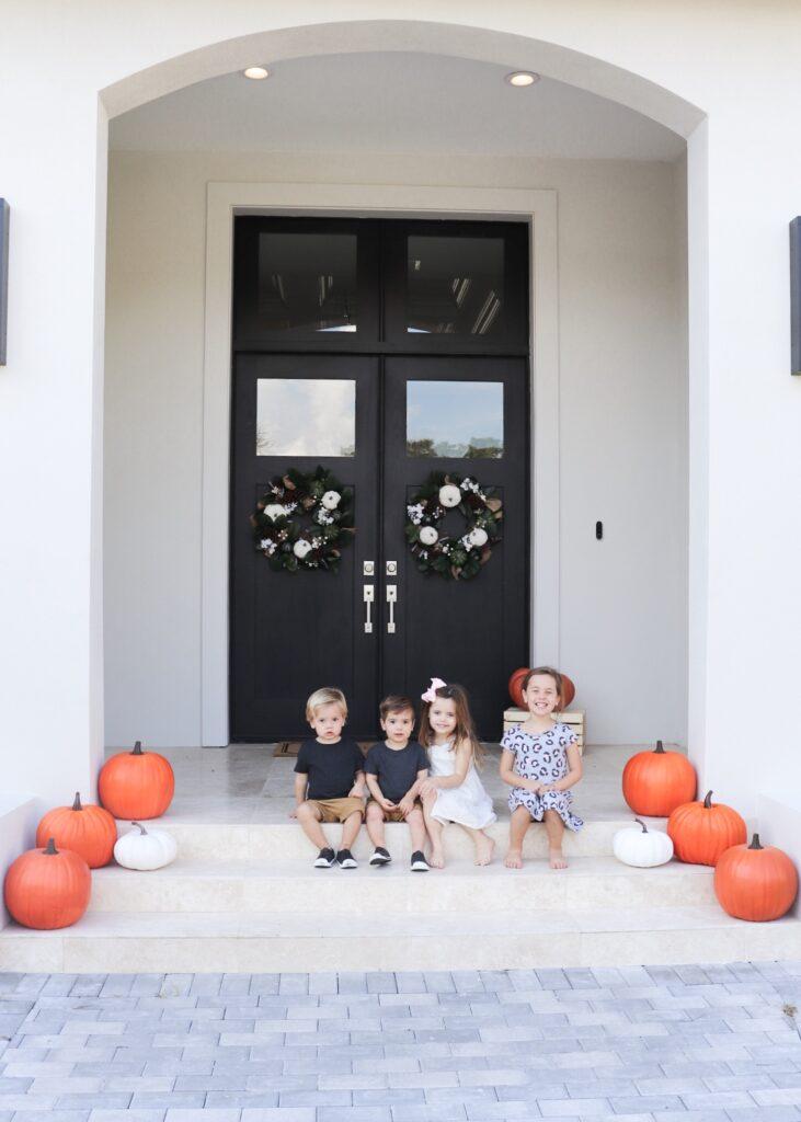 front porch pumpkin patch, modern farmhouse fall decor, outdoor fall decor,harvest decor,cheap fall decor,outdoor fall decor ideas,fall yard decor,outdoor fall decor, harvest decor,hobby lobby pumpkins