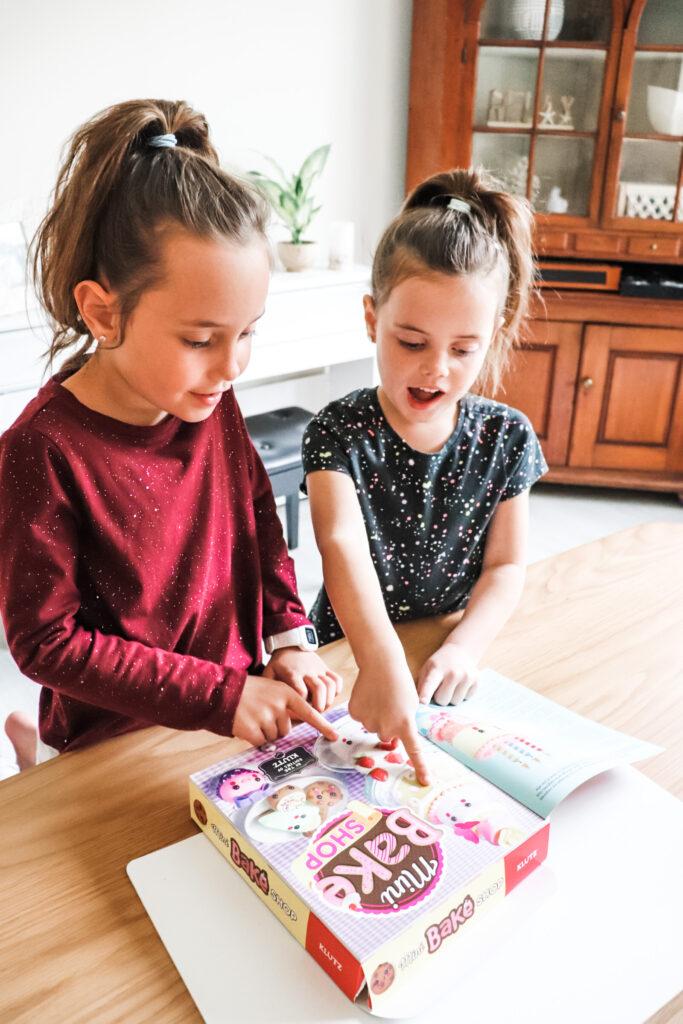 independent crafts for kids, crafts for kids, scholastic klutz, mini bake shop